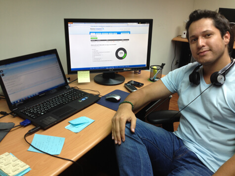 Juan from Resume Companion working with LiveChat