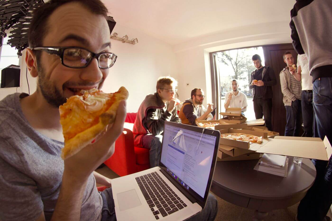 LiveChat pizza day@2x