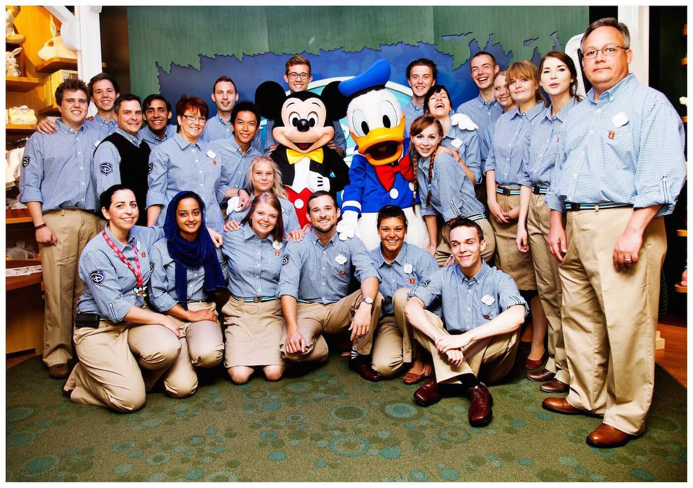 a strategy for service disney style A corporate strategy that keeps on giving in a recent interview, jeffrey katzenberg described his first day at disney as the newly appointed head of the walt disney studios the equally new .